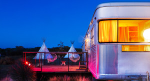 El Comisco - Imperial Mansion trailer and teepee shot -Photgrapher Nick Simonite