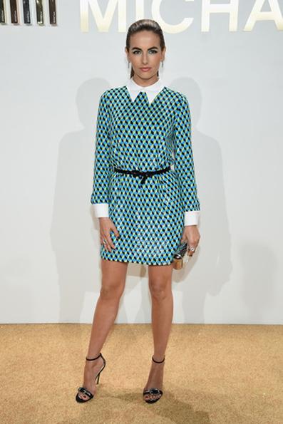 Camilla Belle. Indossa un abito corto turchese ricamato, Resort 2016 Michael Kors Collection. Photo Credit - Getty Images for Michael Kors