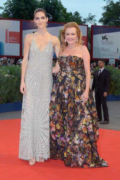 La modella Hilary Rhoda  con Caroline Scheufele co-presidente e direttore artistico di Chopard.