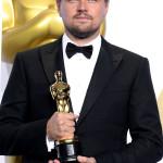 """Leonardo DiCaprio, vincitore del premio Best Actor per il suo ruolo principale nel film """"The Revenant"""" indossa un completo della linea Made to Measure di Giorgio Armani con papillon. (Photo by Steve Granitz/WireImage)"""