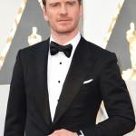 L'attore tedesco-irlandese Michael Fassbender, nominato agli Oscar come Miglior Attore nel film Steve Jobs, ha scelto di indossare un orologio L.U.C XPS 39.5mm in oro bianco e gemelli in oro bianco e onice di Chopard. (Photo credit should read VALERIE MACON/AFP/Getty Images)