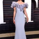 Kate Bosworth, a Los Angeles, al 2016 Vanity Fair Oscar Party, ha indossato un abito in crêpe di seta, a coda di pesce, con organza e piume che impreziosiscono il corpetto. Un look firmato Ralph&Russo, collezione couture Spring/Summer 2016.