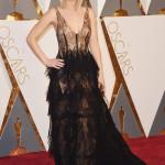 Jennifer Lawrence ha indossato un abito nero di pizzo firmato Dior Haute Couture. (Photo by Jason Merritt/Getty Images)
