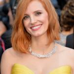 """La brand ambassador di Piaget Jessica Chastain ha sfoggiato una collana in oro bianco con diamanti e un anello caratterizzato da un grande diamante giallo, facenti parte della nuova collezione di Alta Gioielleria """"Sunny Side of Life""""."""