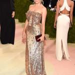 Sienna Miller in Gucci (Photo by Kevin Mazur/WireImage)
