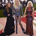 Allegra Versace, Lady Gaga e Donatella Versace Foto: Getty Images