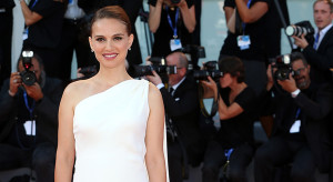VENICE, ITALY - SEPTEMBER 08:  Natalie Portman attends the premiere of 'Planetarium' during the 73rd Venice Film Festival a Sala Grande on September 8, 2016 in Venice, Italy.  (Photo by Danny Martindale/FilmMagic)