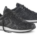 """Sneaker """"glitterata"""" di Converse da indossare sotto ad un abito o ad un paio di jeans."""