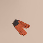 Burberry - Guanti realizzati in Italia in morbida pelle scamosciata liscia. I polsini sono in misto lana e cashmere con lavorazione a costine.