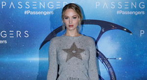 """PARIS, FRANCE - NOVEMBER 29:  Actress Jennifer Lawrence, dressed in Dior, attends the """"Passengers"""" Paris Photocall at Hotel George V on November 29, 2016 in Paris, France.  (Photo by Bertrand Rindoff Petroff/Getty Images)"""