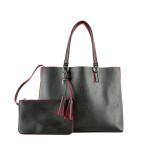 Capiente shopping bag nera di Kocca con profili rossi, contenente al suo interno una pratica mini pochette.