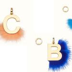 Sono gli charm portafortuna di Fendi per personalizzare borse, scarpe e accessori, da scegliere a seconda dell'iniziale del proprio nome.