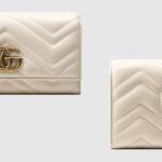 """Portafoglio """"continental"""" GG Marmont di Gucci in pelle bianca matelassé con motivo chevron e GG sul retro. Impreziosito da finiture anticate color oro, dodici fessure per le carte, due scomparti per le banconote e da una tasca portamonete con cerniera."""
