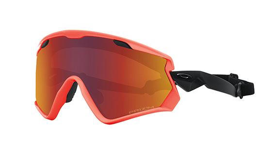 Oakley - Maschera sportiva WindJacket 2.0 dotata di montatura con neon orange. La lente è realizzata con la tecnologia Prizm™ in grado di adattarsi ai cambiamenti di luce. La maschera è inoltre provvista della tecnologia HDO®, con trattamento anti appannamento F3, dell'innovativo sistema Ridgelock che facilita il cambio rapido delle lenti, di un incavo nascosto per poter inserire gli occhiali da vista ed infine di una montatura flessibile in O Matter™ che si  adatta al proprio viso, con inserto in Foam Antisweat per proteggere gli occhi dal sudore.