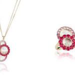 Collana e anello appartenenti alla collezione Happy Dreams di Chopard ricoperti di rubini e smeraldi.