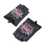 """M Collective: guanti senza dita con decorazione pop """"Karl"""" con strass, cinture a tono e interno foderato di Karl Lagerfeld."""