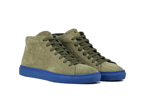 Hide&Jack - Sneaker alta in nabuk color verde militare, con suola in gomma proposta in un contrastante blu elettrico.