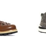 Woolrich debutta nel mondo della calzatura presentando un modello tecnico frutto dell'unione tra mondo outdoor e mondo urban. Un progetto crossover caratterizzato da due suole realizzate in esclusiva per Woolrich da Vibram. Il primo modello presenta la classica suola a carrarmato, il secondo, un inedito battistrada che include l'iconico check come elemento tecnico. Uno dei materiali utilizzati è il 60/40 Ramar Cloth, lo stesso utilizzato da sempre per l'Artic Parka.