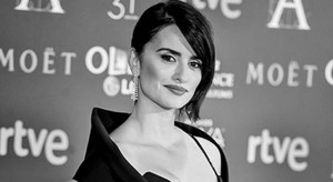 MADRID, SPAIN - FEBRUARY 04:  (EDITORS NOTE: Image has been converted to black and white.) Penelope Cruz attends the red carpet of 31st edition of Goya Cinema Awards on February 4, 2017 in Madrid, Spain.  (Photo by Juan Naharro Gimenez/Getty Images)