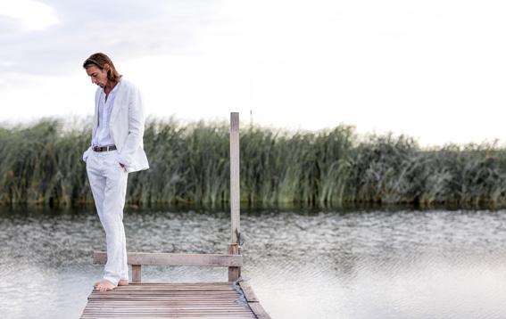 completo-uomo-giacca-e-pantaloni-in-lino-bianco-trend-estate-120lino-1900x1200