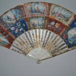 Ventaglio, Italia, sec. XVIII Avorio intagliato, dorato e dipinto; carta dipinta, Firenze, Museo Stibbert