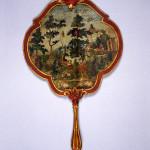 Ventola sagomata, Venezia, sec. XVIII seconda metà Papier maché, legno laccato, carta stampata. Firenze, Museo Stibbert