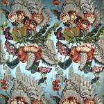 Tessuto con composizione floreale, Francia, sec. XVIII, secondo quarto. Lampasso liseré lanciato in seta, broccato in argento filato e ritorto. Como,  Museo Studio del Tessuto, Fondazione Antonio Ratti