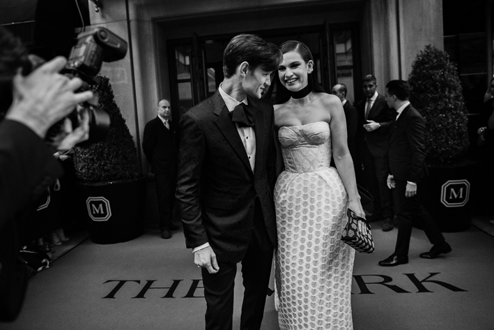 matt-smith-and-lily-james-wearing-burberry-before-the-metropolitan-museum-of-art-costume-benefit-2017