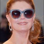 """In occasione della prima del film """"The Leisure Seeker""""  anche Susan Sarandon ha indossato gioielli Chopard: un paio di orecchini in oro bianco 18ct con diamanti taglio pera (15ct) e un bracciale con diamanti. Entrambi appartengono alla High Jewelry Collection."""