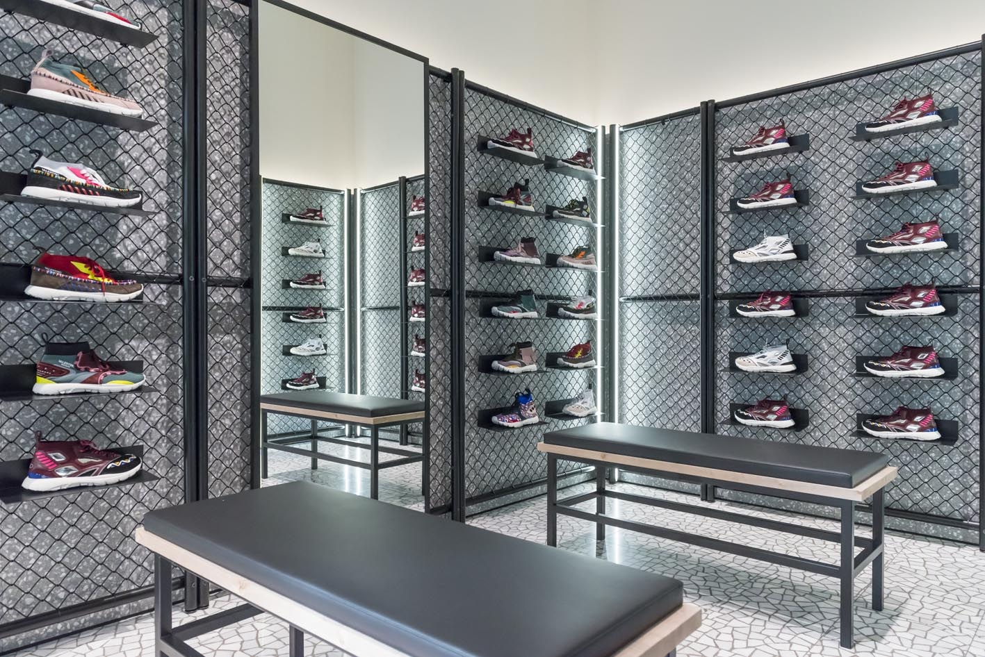 florence-vltn-store-installation-at-valentino-tornabuoni-store-16