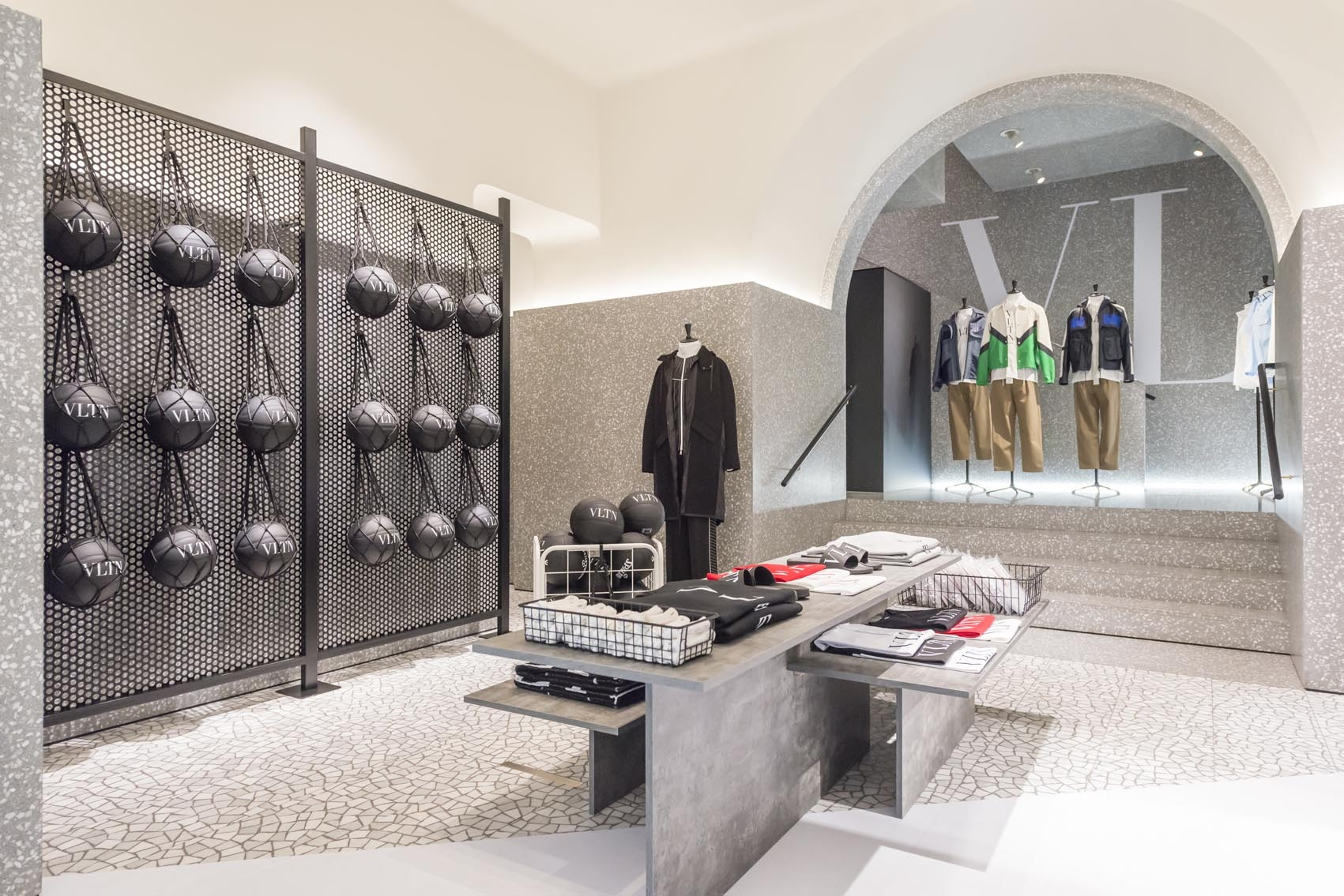 florence-vltn-store-installation-at-valentino-tornabuoni-store-3