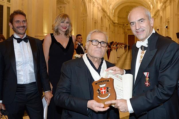 gran-ballo-della-venaria-reale_carlo-pignatelli-riceve-il-premio-generale-delio-costanzo