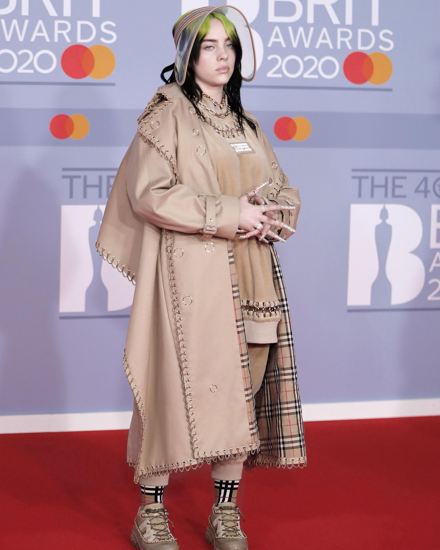 billie-eilish-wearing-burberry-at-the-brit-awards